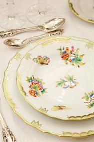 Herend ~ Queen Victoria pattern. Traditional table setting tablescape. http://www.annabelchaffer.com/ Lime mine
