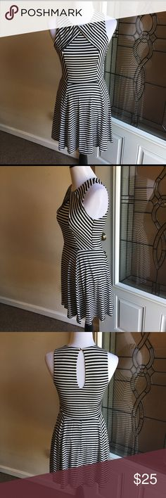 Eight Sixty B&W Fit and Flare Dress Fit and flare black and white stripe dress. Has wrap detail around the neckline and a keyhole back with gold button. Super soft material! Eight Sixty Dresses Midi
