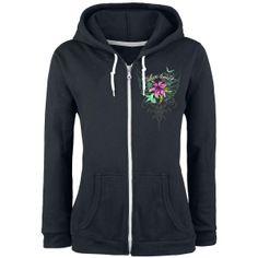"""Den schwarzen Kapuzenpulli """"Lilies"""" von LIVE LOUD gibt es nur bei EMP! Auf dem Rücken trägt der Kapu einen farbenfrohen Druck. Zu sehen sind pinke Blüten und Kolibris, die durch die Lüfte schwingen...."""