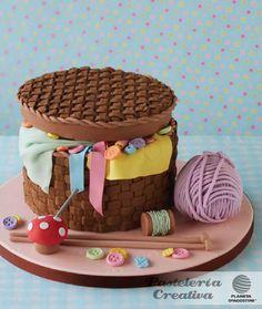 Fascículo 53 de Pastelería Creativa: Pastel con forma de costurero.