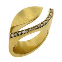 Angela Hubel. 18k Gold and diamond ring. Designed for left hand.