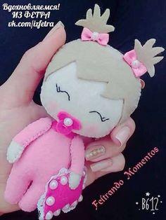 Eu Amo Artesanato: Boneca Bebe em Feltro com molde Felt Doll Patterns, Felt Ornaments Patterns, Stuffed Toys Patterns, Fabric Dolls, Paper Dolls, Rag Dolls, Sock Dolls, Felt Baby, Felt Christmas Ornaments