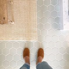 Cool & composed, Oyster Shell lends a soft backdrop for organic elements 🐚 - Tile shown: Oyster Shell - PS- this color & size is from… Hexagon Tile Bathroom Floor, Hexagon Tiles, Bathroom Flooring, Kitchen Flooring, Honeycomb Tile, Hex Tile, Tile Flooring, Basement Bathroom, Washroom