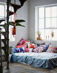 bed-on-floor hacks that are so not college