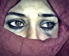 Beautiful colorful pictures and Gifs: Crying-Tears- Lágrimas Images Posing Ideas, Crying Tears, Sad Eyes, Look Into My Eyes, Eye Photography, Human Emotions, Human Trafficking, Colorful Pictures, Halloween Face Makeup
