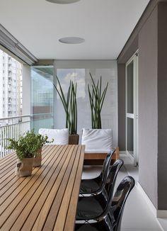 Casa de Valentia; decoração; projeto; apartamento; carioca;varanda; mesa