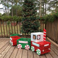 The Chic Technique: Outdoor Christmas train decoration made from wood Crates. Christmas Train, Christmas Wood, Christmas Projects, Christmas Lights, Christmas Holidays, Christmas Ornaments, Christmas Eve Box Ideas Kids, Christmas Gift Boxes, Diy Kids Christmas Gifts