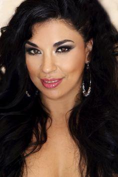 Venessa de la Rosa, the Face of Full Figured Fashion Week 2012