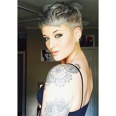 Great Hair And shoulder tattoo! Edgy Short Hair, Cute Hairstyles For Short Hair, Pixie Hairstyles, Short Hair Cuts, Curly Hair Styles, Pixie Cuts, Pixie Haircuts, Short Pixie, Corte Y Color