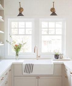 31 Ideas kitchen white sink spaces for 2019 Light Above Kitchen Sink, Kitchen Sink Lighting, Modern Kitchen Sinks, Home Decor Kitchen, Kitchen Interior, New Kitchen, Home Kitchens, Dream Kitchens, Kitchen Ideas