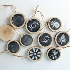 Add a bit of nature to your holiday decorating scheme with these versatile log slice chalkboard ornaments!
