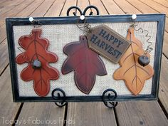 The ornaments on this frame are interchangeable so that you can customize it for every season!