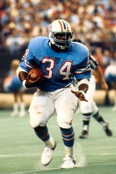 NFL great Earl Campbell of the Houston Oilers Nfl Football Players, Football Is Life, Football Memes, Football And Basketball, Titans Football, Football Photos, School Football, Football Season, Football Shirts