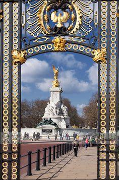 Victoria Memorial | Australia Gate, London UK
