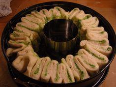 Ninas kleiner Food-Blog: Bärlauch-Faltenbrot Mini Sandwiches, Baked Chips, Bread Bun, Yummy Food, Tasty, Natural Peanut Butter, Roasted Almonds, Snacks Für Party, Baguette