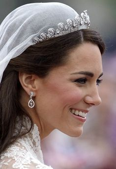 Here's the tiara Meghan Markle wore to the royal wedding—and how it compares to her sister-in-law Kate Middleton and her late mother-in-law Princess Diana. Princesa Kate Middleton, Royal Princess, Elizabeth Queen, Queen Mary, Princesa Anne, Kate Middleton Wedding Dress, Duchesse Kate, Estilo Kate Middleton, Prince William And Catherine