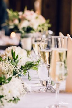Häiden kukkavalinnat; hääkimppu, vieheet, pöytäkukat on tärkeitä juhlatunnelman kannalta. Haluatteko tunnelmasta romanttisen, minimalistisen, hempeän, klassisen, boheemin? Lue mun blogista millaisia ympäristöystävällisiä kukkavalintoja voit tehdä häihin. Uskon että inspiroidut! #häät #wedding2020 #tampere #jennituominenphotography Wedding Decorations, Table Decorations, Jenni, Documentaries, Photography, Beautiful, Home Decor, Ideas, Photograph
