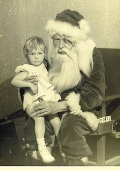 After this photo was taken, Santa dropped dead of sadness. | 17 Santa Claus Photos That Will Make Your Skin Crawl