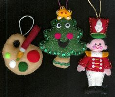 more cute felt ornaments at  http://raebear.net/crafts/myornaments.html