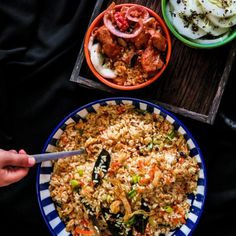 An everyday Asian style chicken fried rice, a favorite  for these lazy, hot days when you need to be in and out of the kitchen.