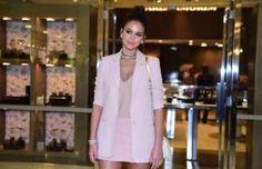 Bruna Marquezine usa look curto em evento e comemora boa forma: 'Essa saia é 34'…
