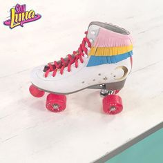 I still do not know that I featured on tv on in Soy Luna the Mag presented by my beautiful With Mariejolie and we will meet you every Friday at to talk about the series and to show you tutorials. Pink Roller Skates, Roller Skate Shoes, Quad Skates, Disco Roller Skating, Roller Disco, Roller Derby, Top Shoes, Cute Shoes, American Girl