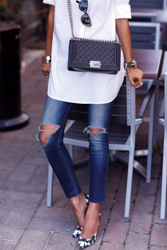 Distressed skinnies, oversized white blouse, pumps