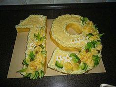 Sweet Home: Ilusad võileivatordid. Food Photography Styling, Food Styling, Sandwich Torte, Sandwich Ideas, Veggie Cakes, Meat Platter, Beach Meals, Fruit Plate, Food Decoration