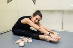 We stopped by one of New York City Ballet's rehearsal spaces to chat with Lauren Lovette as she prepared for the New York City Ballet Fall Gala. Ballerina Body, Ballerina Diet, Ballet Diet, Dancer Photography, Fourth World, Ballet Clothes, Dance It Out, City Ballet, Ballet Fashion