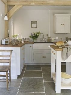 Farmhouse Kitchen Decor Ideas Best Ideas to Decorate a Farmhouse Kitchen Farmhouse Kitchen Decor Ideas. Farmhouse kitchen style will be perfect idea if you want to have family gathering in your kit… Kitchen Inspirations, Kitchen Flooring, Farm Style Kitchen, Kitchen Remodel, Kitchen Decor, Cottage Kitchen, New Kitchen, Kitchen Diner, Home Kitchens