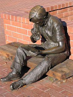 Johnson II, John Seward (1930-...) Out to lunch - Statue outside Sunnyvale  Public Library, Sunnyvale California