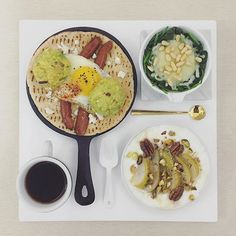 . good morning rainy thursday :-|))) . #goodmorning #morning #breakfast #yummy #goodfood #instafood #onthetable  #homemade #foodie #foodstagram #igfood #foodphotography #foodphoto #yum #2eat2gether #S_S_iloveBreakfast #朝食 #早餐 #mushedavocado_sunnysideupegg_sausage_pita #pita #脆培根丁酪梨泥球太陽蛋香腸皮塔餅 #皮塔餅