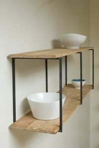 Metal shelving systems, especially handmade shelves, are wonderful home furnishings that bring an industrial vibe of metal into interior design and create stylish storage spaces Diy Furniture, Furniture Design, Furniture Plans, Diy Regal, Shelving Systems, Wall Shelves, Open Shelves, Wood Shelf, Metal Shelves