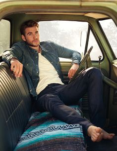 Liam Hemsworth and Brother Luke Talk 'Hunger Games,' Thor and Keeping It Real in Hollywood — Hashtag Legend Liam Hemsworth E Miley, Liam Y Miley, Liam Hamsworth, Chris Hemsworth, Hunger Games, Hemsworth Brothers, Scott Eastwood, Barefoot Men, Male Feet
