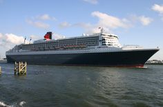 Queen Mary 2 leaving Rotterdam