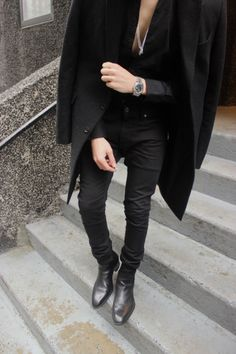 dillonhughes:  All Black.  IG: DillonHugheswww.dillonhughes.com