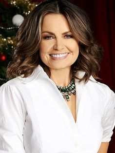 Lisa Wilkinson in her early Eva Longoria Hair, Lisa Wilkinson, Tv Presenters, Fashion Over 40, Famous Faces, Stylish Outfits, Wedding Hairstyles, Makeup Looks, Personal Style
