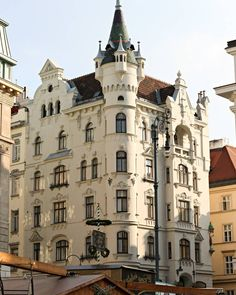 Na skrzyżowaniu Bornergasse i Irisgasse - najkrótszej ulicy miasta.  #österreich #austria #Vienna #Wien #vieden #Dunaj #viyana #Bécs #wiedeń #igersaustria #igersvienna #igerswien #visitvienna #visitaustria #streetsofvienna #nofilter #travel #travelpic #seevienna