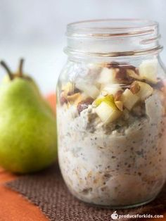 Pear and Almond Overnight Oats - pears and almonds pair perfectly in these easy overnight oats. Prep the night before for an easy breakfast on the go! Healthy Make Ahead Breakfast, Ham Breakfast, Grab And Go Breakfast, Breakfast Ideas, Blueberry Mango Smoothie, Whole Wheat Muffins, Easy Overnight Oats, Pumpkin French Toast, Summer Salads
