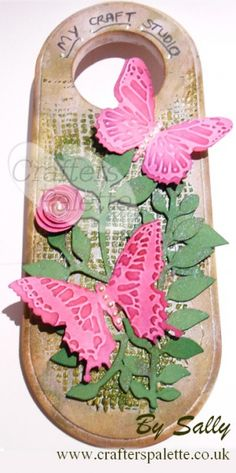 Tim Holtz Inspired Door Hanger using Butterfly Duo and Garden Greens Sizzix Dies - Crafters' Palette Blog www.crafterspalette.co.uk