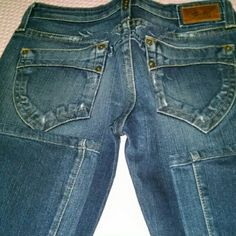 Robin jeans Robin jeans real deal not knock offs, some wear on back bottom pant legs, size 28 run small. Skinny Jeans Robin Jeans Skinny