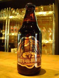 Cerveja Dirty Ol' Bunny, estilo Porter, produzida por  Cervejaria Caseira, Brasil. 6% ABV de álcool.