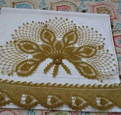 This Pin was discovered by HUZ Crochet Borders, Filet Crochet, Crochet Motif, Crochet Designs, Crochet Doilies, Crochet Stitches, Baby Knitting Patterns, Lace Knitting, Crochet Patterns