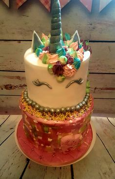 Unicorn cake. Pink and girly with butterflies, hearts and glitter. What more could you want 🎂❤