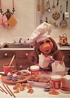 Miss Piggy's Guide to Life Muppets Sesame Street Vintage Toys Miss Piggy Muppets, Kermit And Miss Piggy, Kermit The Frog, Jim Henson, Kitsch, Statler And Waldorf, Fraggle Rock, Muppet Babies, The Muppet Show