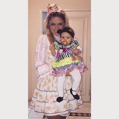 @daniela_cabrera - Bom dia!! Com a única foto que eu consegui tirar da Manu de caipirinha. O vestido dela é da @universo_pinkblue , nós amamos!! Tava tão linda  #babymanu #caipirinha #festajuninadoscabrera