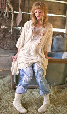 Based in Fredericksburg, Texas, Magnolia Pearl is the creation of Robin Brown, a clothing line composed of vintage fabrics and laces. This unique layered look i Shabby Chic Outfits, Mori Girl Fashion, Boho Fashion, Vintage Fashion, Vintage Denim, Magnolia Pearl, Beautiful Outfits, Cute Outfits, Boho Life