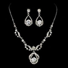 Find the best Toronto and the GTA have to Offer ThePWG.ca http://www.theperfectweddingguide.com/wedding_jewellery.html #Jewlery #Accessories #Wedding Couture Silver Rhinestone Wedding Jewelry Set