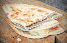 the Italian flat bread from Emilia Romagna. A must eat when you're in Italy, usually filled with something like ham, cheese etc Chapati, Best Italian Recipes, Favorite Recipes, Pizza Rustica, Focaccia Pizza, International Recipes, Crepes, Healthy Cooking, Cooking Time