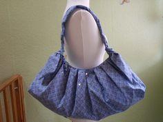 Eine Tasche mit eine sehr schöne Form. Sieht nicht so groß aus. Passt aber eine menge rein    ***********************************    Genäht aus Bau...